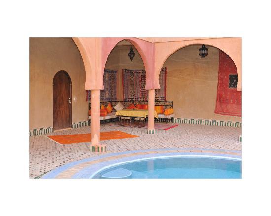 Guest House Merzouga: piscine maison