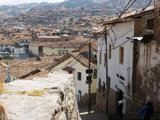 Casa de Mama Cusco-The Treehouse: street and view