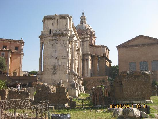 Europe Odyssey Tours: Roman Forum building