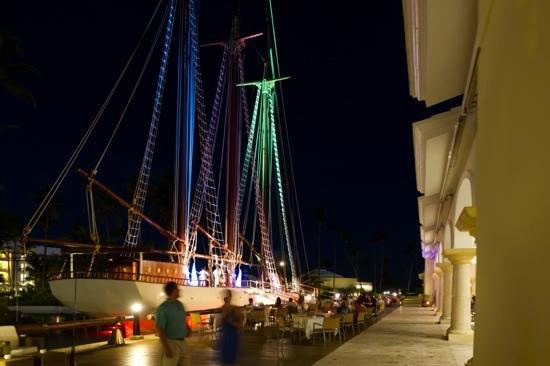 Iberostar Grand Hotel Bavaro: Le bateau le soir
