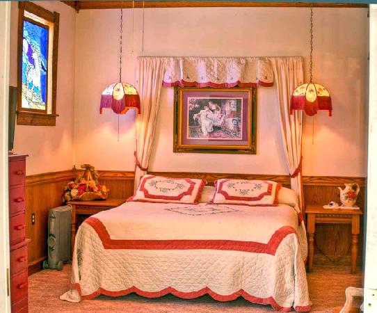 The Evelyn and Carmelo Room at Mariposa Hotel Inn in Mariposa, California, home of Yosemite Nati