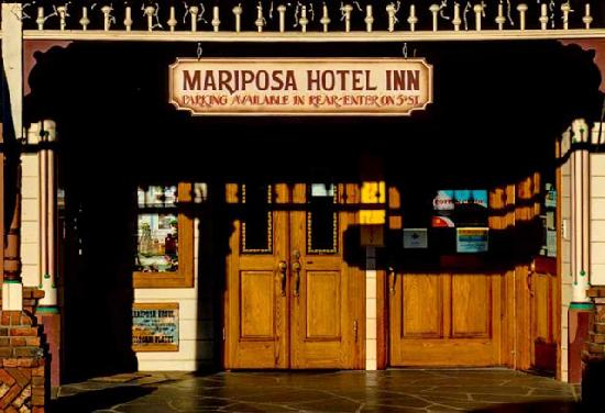 Mariposa Hotel Inn's front door in downtown Mariposa, California