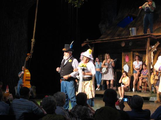 Hatfield & McCoy Dinner Show: pictures of the show