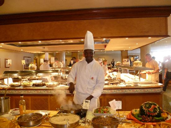 Hotel Riu Nautilus: Cooking dinner!
