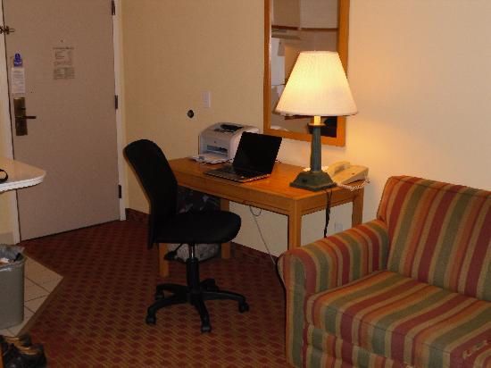 Extended Stay America - Washington, D.C. - Rockville: Desk functioned as it was supposed to.