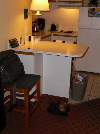 Extended Stay America - Washington, D.C. - Rockville: Work / eating area.