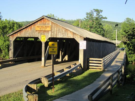 On the Creek Bed & Breakfast: Covered bridge around the corner