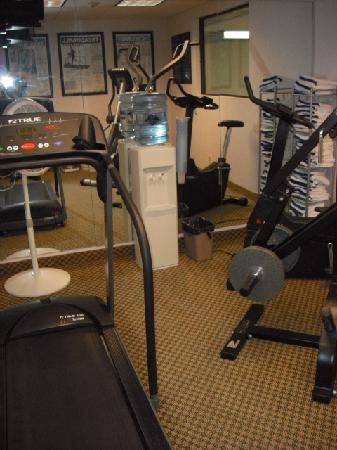 Hampton Inn Columbus-East: Small Fitness Center