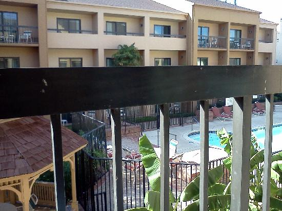 Courtyard San Antonio Medical Center: View from 2nd floor pool view balcony!