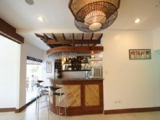 Coron Hilltop View Resort: Bar Lounge