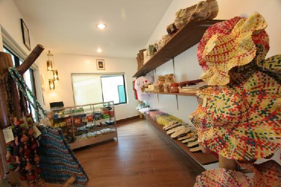 Coron Hilltop View Resort: Souvenir Shop