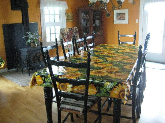 Auberge Chez Marie-Roses: The kitchen where breakfast was served