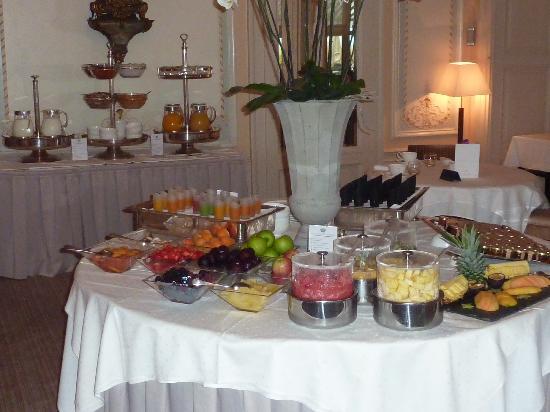 Hotel des Trois Couronnes: 朝食は\4,000/人