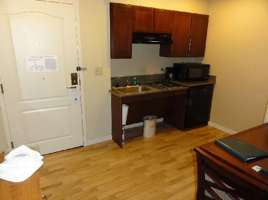 Homewood Suites by Hilton Denver West - Lakewood: Kitchenette.