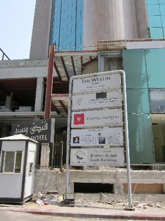 The Westin Jeddah : The entrance to the hotel