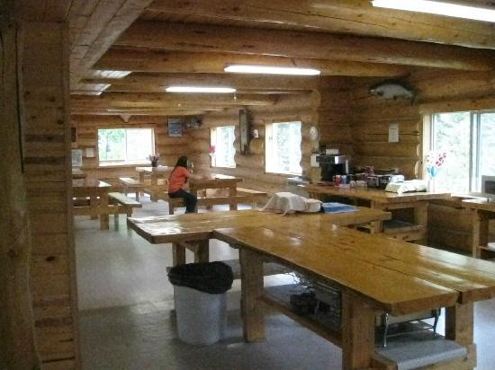 Kenai Riverbend Resort: Main Lodge common room; continental breakfast location