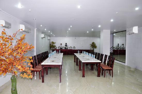 Hotel Sohi Residency: Conference Hall