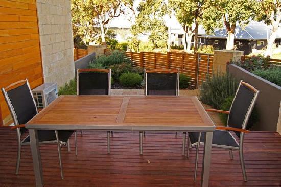 Seine Bay Apartments: timber deck verandah