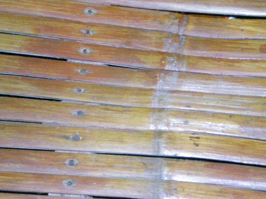 Chateau Du Mer Beach Resort: Bamboo flooring
