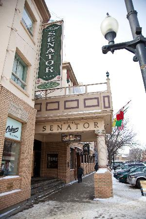 Hotel Senator Saskatoon: Hotel Senator Downtown Saskatoon in the Heart of the City