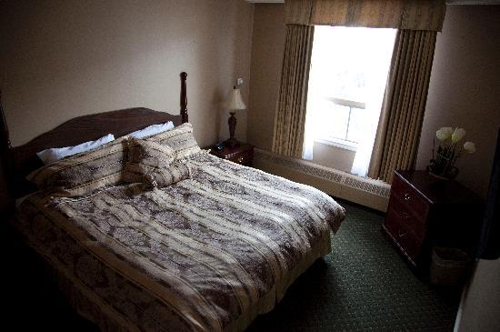 Hotel Senator Saskatoon: Royally Approved Sleep System