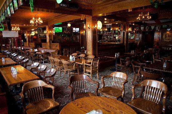 Hotel Senator Saskatoon: Winston's English Pub & Grill