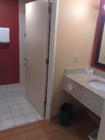 كورتيارد باي ماريوت بورتلاند هيلزبورو: Bathroom view