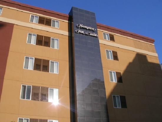 Hampton Inn & Suites Denver Downtown: hotel from outside