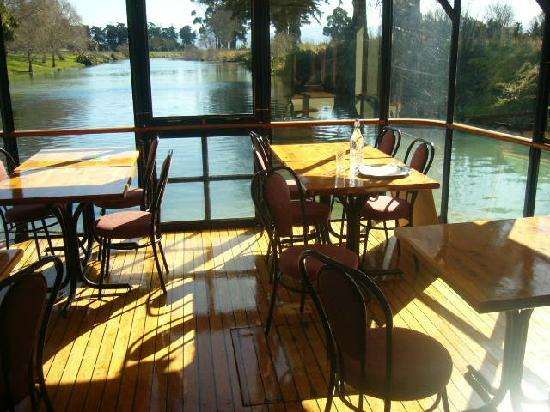 Marlborough's River Queen: casual dining inside
