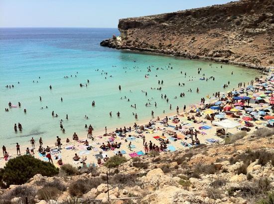 Spiaggia Isola Dei Conigli Ferragosto 2011 Picture Of Lampedusa