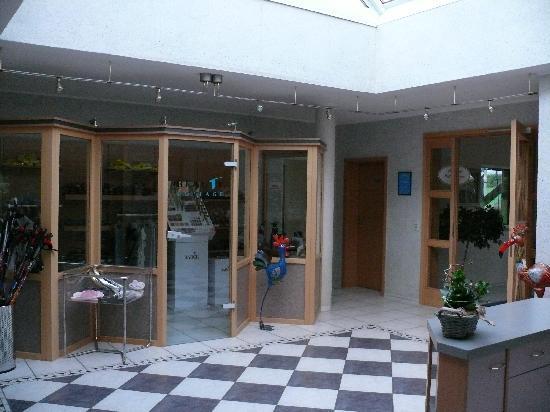 Beauty Cottage : Eingang mit Einkaufsladen