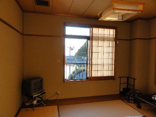 Asagiya: シンプルな和室