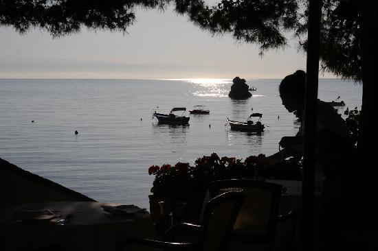 Mazzaro, Italien: Sunrise at the breakfast restaurant