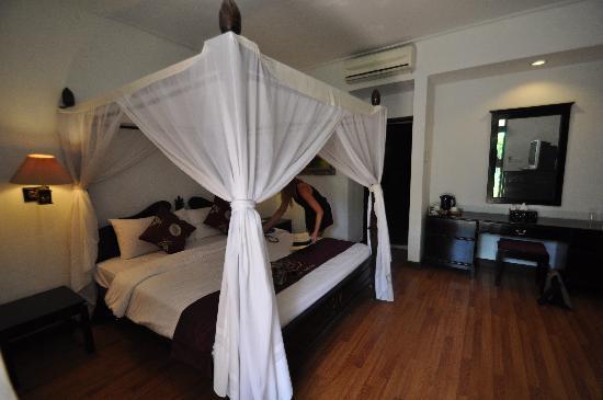 Puri Saron Seminyak: Bungalow room