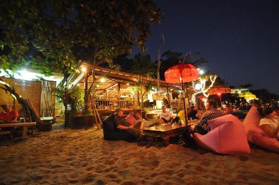 بوري سارون سمينياك: Beach Bar