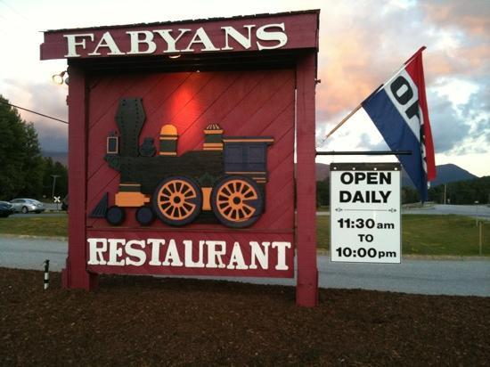 Fabyan's Station Restaurant and Lounge: logo della ex- stazione..