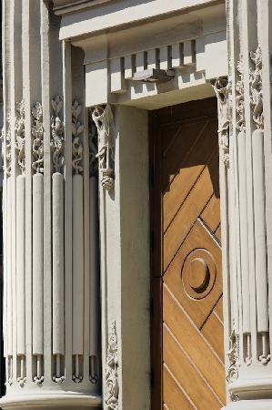 The House with Chimeras: Gorodetski House: entrance from Bankova