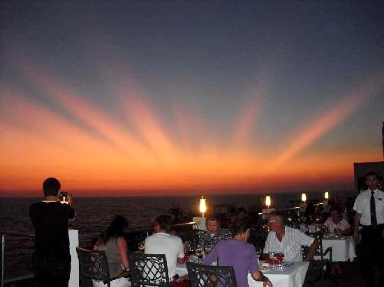 Korumar Hotel De Luxe: diner outside