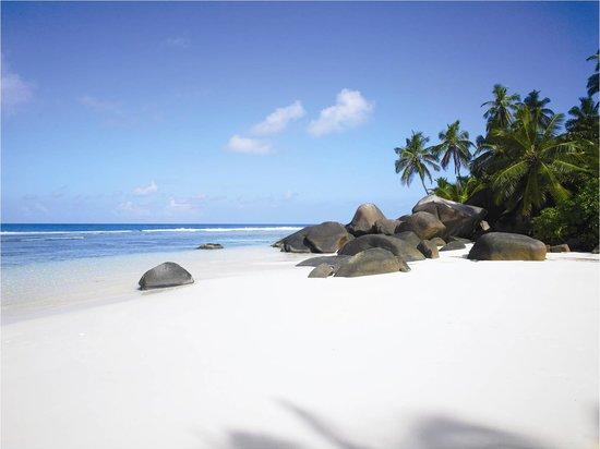 Hilton Seychelles Labriz Resort & Spa : 2000 meters of white sandy beach