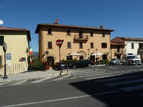 Hotel Sangallo: L'esterno