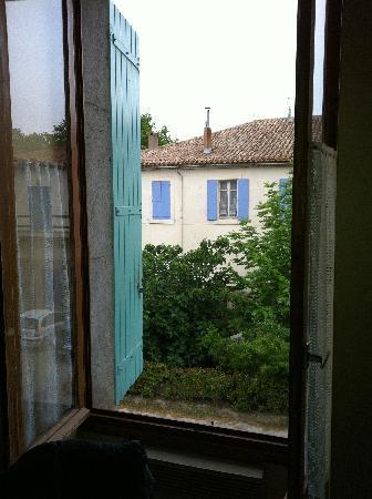 Homps, France: Blick aus dem Fenster