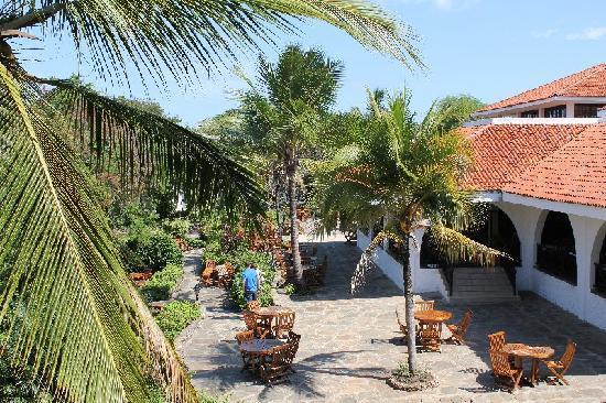 Diani Sea Resort: View towards restaurant