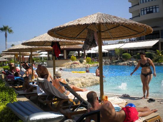 Atlantica Golden Beach Hotel: pool and sunbeds