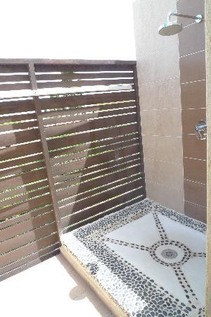 Melia Buenavista: Outdoor shower with see-through wall