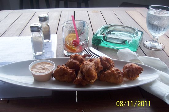 Sabor Restaurant & Bar: delicious conch fritters