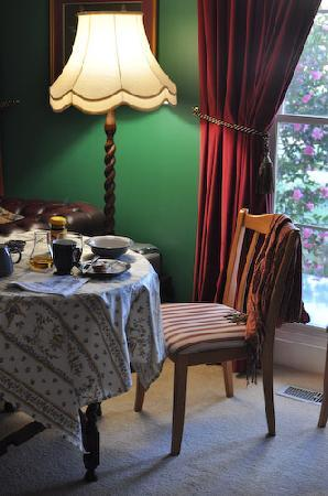 Darmody House : breakfast nook every morning