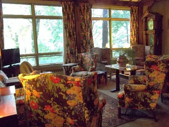 Inn at Sawmill Farm: Sitting room