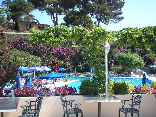 Corfu Palace Hotel : outside dining