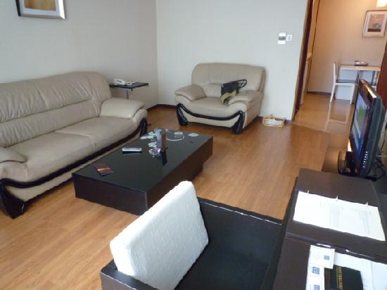 East King Business Hotel: Living room
