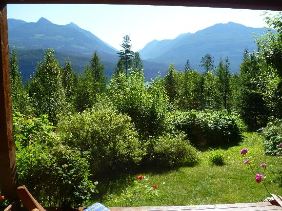 Wing Creek Resort: view out of our cottage in the morning